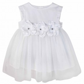 Robe blanche en tulle ornée de fleurs